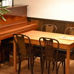 陽なたぼっこ - テーブル席