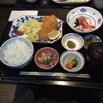 すいどうばし 越州 - 越後もち豚カツ膳です。 付け合わせにはお刺身、おから、お新香といった小鉢が有り難いです。 新潟ということで当然ながらお白米も美味しいです。
