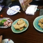 横川屋台村 下町酒場 和 - お通し(人数分を3皿で提供)