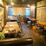 肉バル2986 - 店内(2F:テーブル席)