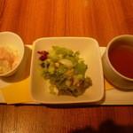 ジュジュ - サラダ2種とコンソメスープ