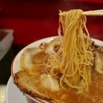 金ちゃんラーメン - 麺リフト