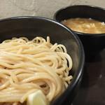 づゅる麺池田 - つけ麺は腰のある艶やかな麺が特徴