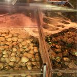 湘南浜焼きセンター 海女小屋 - 生簀にこれでもかってくらい貝が!