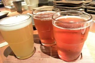 ガレージサンキュー - 友人がオーダーした「3種飲み比べ」は¥1230なのだ♬