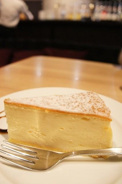 Urge - ケーキセット980円のチーズケーキ