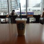 スターバックスコーヒー - 目の前を新幹線が行ったり来たり