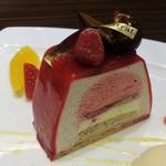 """51483138 - """"CAFE Mistral"""" で頂いた ケーキセット : アンサンブル 800円(税別)。"""