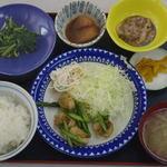 いなばん食堂 - 料理写真:トレーがひと回り大きいよ。