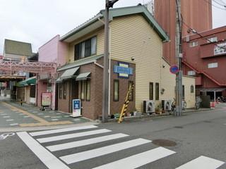 泉 - JR和歌山駅西口から徒歩ですぐ、北大通りの角っこにあります。