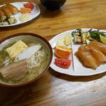 冨士食堂 - 大東そばと大東寿司のセット