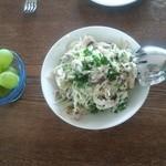 ミリーズ - キャベツとアーモンド、ハラペーニョのヨーグルトサラダ