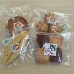 51496784 - カムーの焼き菓子4種                       チョコチップクッキー                       ガレット                       マカロンドモンモリオン                       ナベット