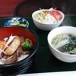 51498503 - モモステーキ丼