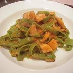 トラットリアピッティ - タリアテッレ、マグロとキノコのトマトソース