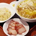 中華料理 太一 - チャーシューワンタンメン、半チャーハンセット