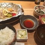 和食バル 音音 - 東京健康ごはんは、豚肉と野菜のホイル焼きでした。