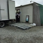 ダイイチフーズ タテヤマ工場直売所 - 荷降ろし中でした