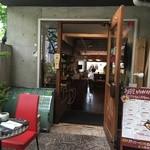 ミマスヤ モナミ - お店の入口は、少し奥まった場所。