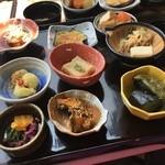 ミマスヤ モナミ - ランチの料理!!