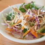 タイ田舎料理 クンヤー - セットのサラダ