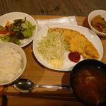 繭久里カフェ - オムレツランチ(¥1000)
