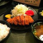 とんかつ 松永 - ニンニクトンカツ定食
