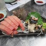 地魚屋台 浜ちゃん  - 鮪つぶ貝刺身、お隣の..