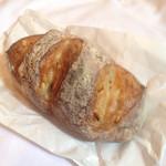 51520570 - オレンジのパン