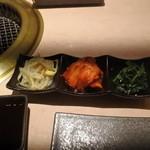 焼肉 銀座 コバウ - キムチナムル盛り合わせ