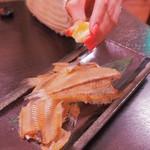 手繰りや 玄治 - 平目の骨煎餅