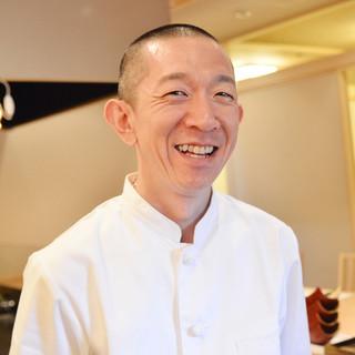 宗形亮介氏1973年7月生まれ、北海道札幌市出身。