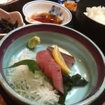 魚大将 - 海鮮御膳のお造り(アジとカツオ?)