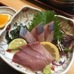 魚大将 - 刺身定食の「ハマチ」・・・薄切りを希望したのだけど・・・あれれ??(^▽^;)