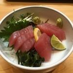 魚大将 - 刺身単品「マグロ」・・・こっちも薄切りをお願いしたのだが・・・あれれのれ~??(^▽^;)