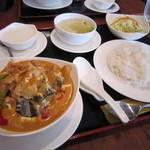 マンダレー - 鶏肉と茄子のココナツカレーランチ♪