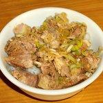 井の頭ナムチャイ - 『ミニチャーシュー丼』。新鮮なネギがたっぷり。