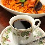 マーブル - お野菜もベーコンもごろごろ入ったナポリタン(850円)コーヒーはお食事とセットなら200円。