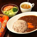マーブル - じっくり煮込んだ鶏ナンコツのコラーゲンスープで仕込んだキーマカレー。ご飯は十六穀米。