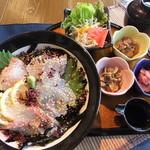 かき左右衛門 - 料理写真:海鮮丼
