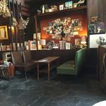 喫茶マドラグ - 奥のテーブル席