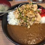 伝説のすた丼屋 - すたみなカレー680円