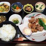 いその家 - 料理写真:唐揚げ定食(ご飯大盛り)