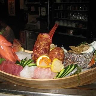沖縄近海の新鮮な魚介類を使っています