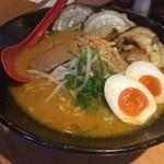 麺屋 國丸 - 北海道百年味噌炙りチャーシュー 煮卵トッピング