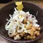 立ち呑 こひなた - 鮪納豆(200円)