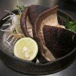 達屋 - 椎茸の炭火焼スダチとバターの香りを添えて ¥720