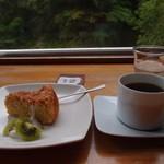 ギャラリー ぽっぽ - 豆腐のチーズケーキ+コーヒー