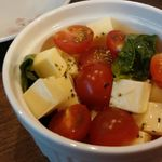 味魅 - トマトとチーズのサラダ