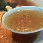 茶い那 - 色濃い目の醤油が強目なスープ